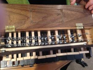 vielle/hurdy-gurdy guts!